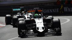 Lotta Force India e Mercedes Monaco