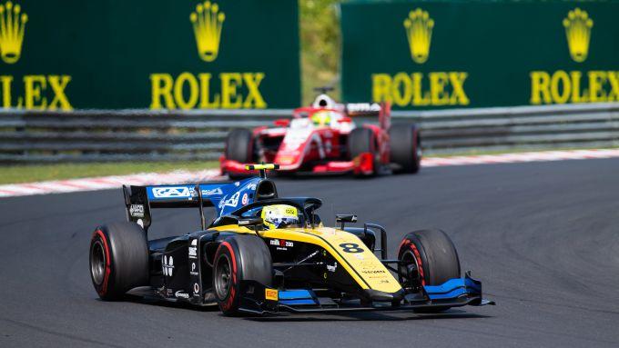 Luca Ghiotto in pista nel corso della Feature Race F2 a Budapest