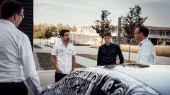 Lucas di Grassi a colloquio con gli ingegneri Audi