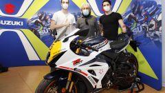 Lucchinelli con i designer Suzuki