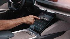 Lucid Air: il display touch sul tunnel centrale gestisce le funzioni più importanti dell'auto