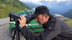 Luigi Pelazza in compagnia dei Carabinieri Forestali