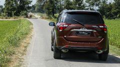 Mahindra XUV500 2019, vista posteriore