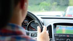 Guida assistita: i sensori delle mani sul volante