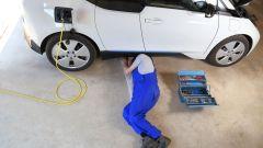 Manutenzione dell'auto elettrica: quanto costano i tagliandi? Il video