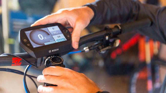 Manutenzione e-bike: proteggere i display dall'acqua