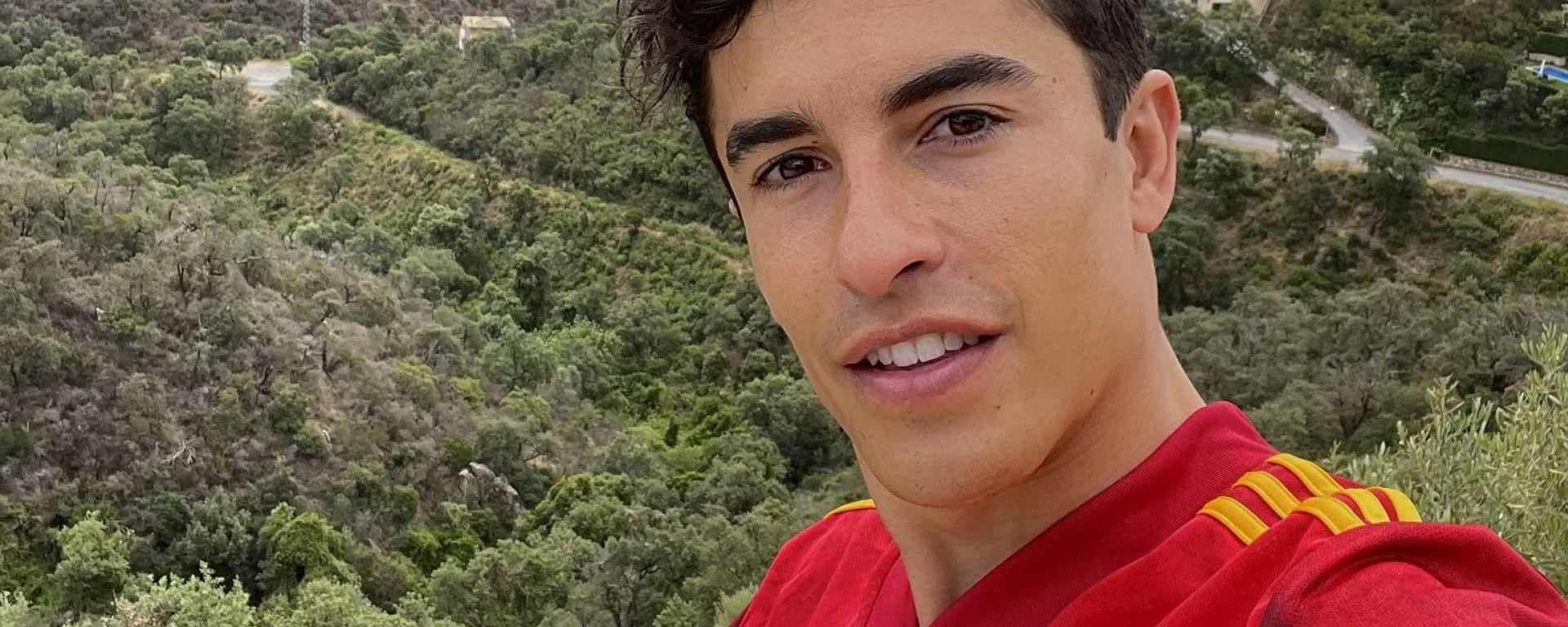 """Marc Marquez con la maglia della """"Roja"""""""
