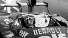 Marie-Claude Charmasson sulla sua Renault barchetta