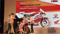 Marquez svela la nuova RC213V 2017