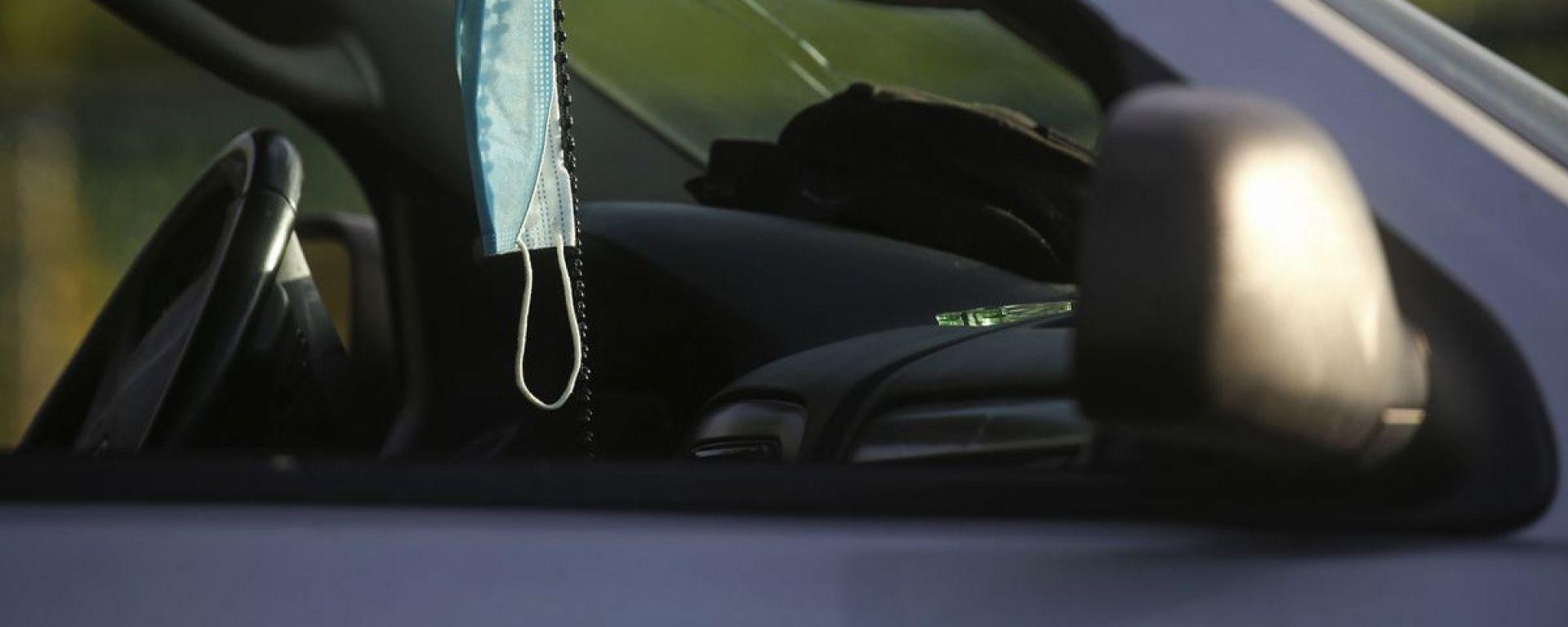 Mascherina in auto, quali regole per l'estate 2021?