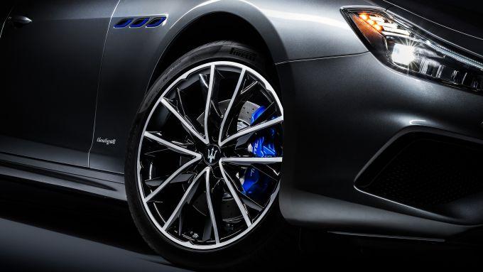 Maserati Ghibli Hybrid, pinze freno di colore blu