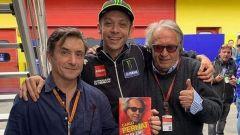 Massimo Calandri con Valentino Rossi e Carlo Pernat presentano il libro