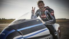 Max Biaggi sulla Voxan Wattman, la moto elettrica da oltre 400 km/h