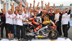 Max Biaggi vince a Magny Cours il suo secondo titolo Superbike nel 2012, all'età di 41 anni