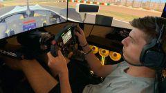 Max Verstappen sulla sua postazione di guida virtuale