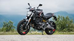 Maxi comparativa naked medie: Ducati Monster 821 Stealth, 3/4 anteriore