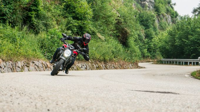 Maxi comparativa naked medie: MV Agusta Brutale 800 Rosso