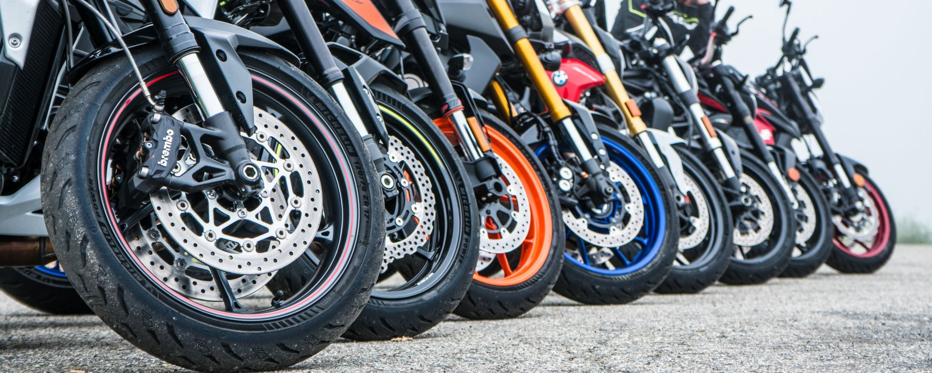 Maxi comparativa naked medie: tutte le moto montano gomme Michelin Power 5
