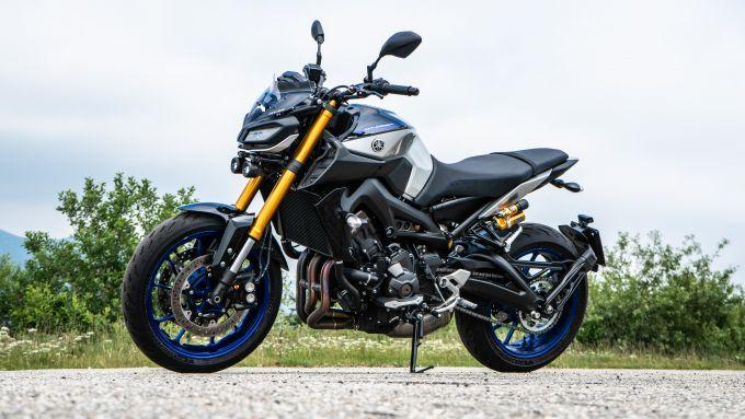 Maxi comparativa naked medie: Yamaha MT-09 SP 3/4 anteriore