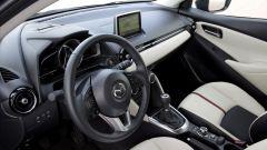 Mazda 2 interni bianchi