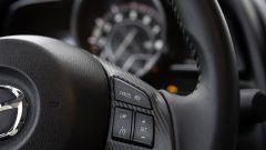 Mazda 2 volante multifunzione
