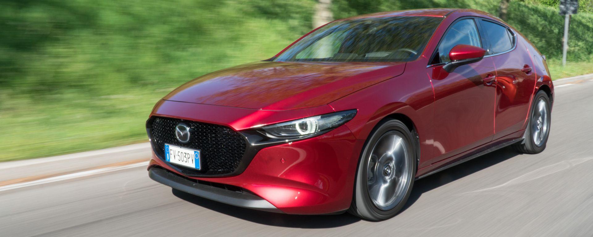 Mazda 3 dinamiche tre quarti