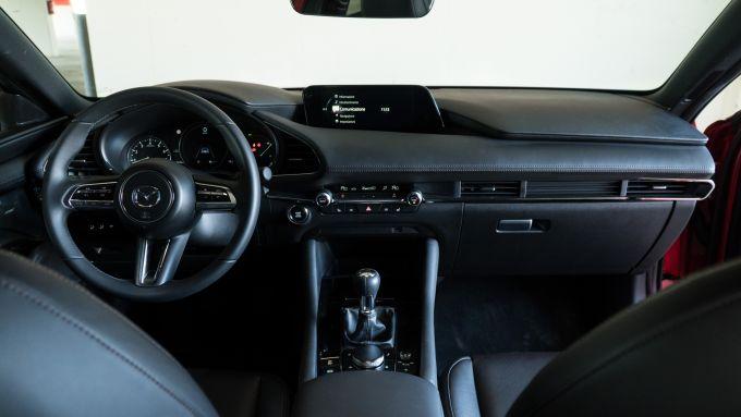 Mazda 3 Skyactiv-D: eleganza e qualità anche in abitacolo