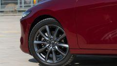 Mazda 3 Skyactiv-D: i cerchi in lega grigi da 18 pollici di diametro