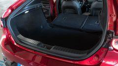 Mazda 3 Skyactiv-D: il bagagliaio con profilo regolare e schienale ribaltabile 60:40