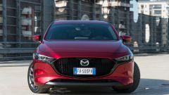 Mazda 3 Skyactiv-D: la calandra e i profili neri esaltano lo stile