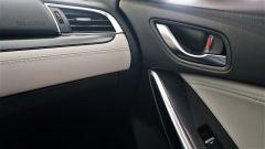 Mazda 6 Wagon 2.2 Skyactive-D AWD automatica: dettaglio del raccordo tra plancia e portiera