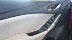 Mazda 6 Wagon 2.2 Skyactive-D AWD automatica: i comandi sulla portiera