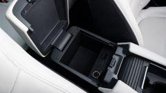 Mazda 6 Wagon 2.2 Skyactive-D AWD automatica: il vano nel bracciolo contiene 2 USB e una presa 12V