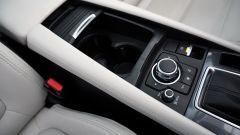 Mazda 6 Wagon 2.2 Skyactive-D AWD automatica: il vano portaoggetti nel tunnel