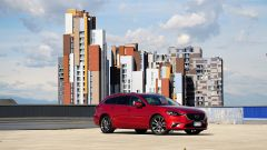 Mazda 6 Wagon 2.2 Skyactive-D AWD automatica: vista 3/4 anteriore