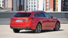 Mazda 6 Wagon 2.2 Skyactive-D AWD automatica: vista 3/4 posteriore