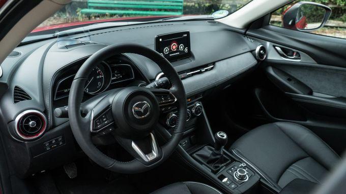 Mazda CX-3 2021: interni