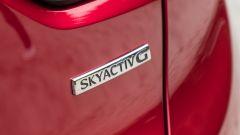 Mazda CX-3 Model Year 2021: badge posteriore