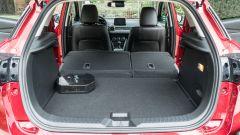 Mazda CX-3 Model Year 2021: bagagliaio con schienali reclinati