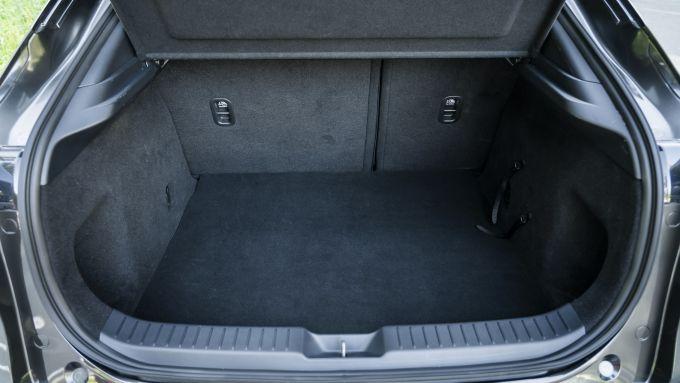 Mazda CX-30 dettaglio del bagagliaio