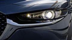 Mazda CX-30: dettaglio fari matrice LED