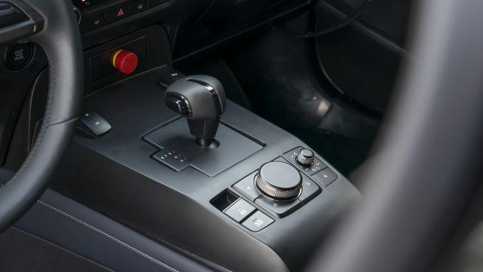 Mazda CX-30 prototipo MX-30 interni