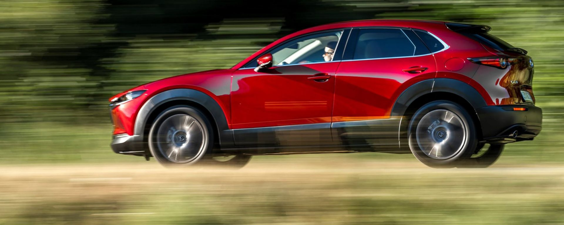 Mazda CX-30 Skyactiv-X 2019: vista laterale dinamica
