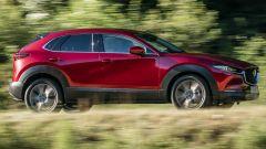 Mazda CX-30 vista laterale dinamica