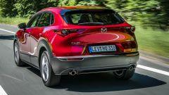 Mazda CX-30 vista posteriore dinamica