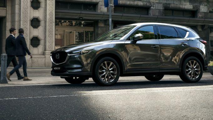 Mazda CX-5 2020: esteticamente niente da osservare, ma il SUV cambia sotto