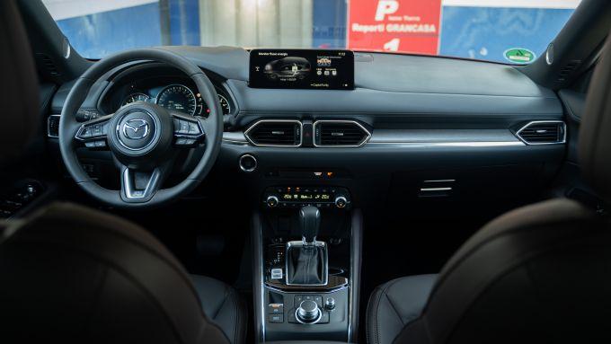Mazda CX-5 2021: la plancia