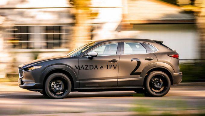 Mazda e-TPV il prototipo della CX-30 elettrica su strada