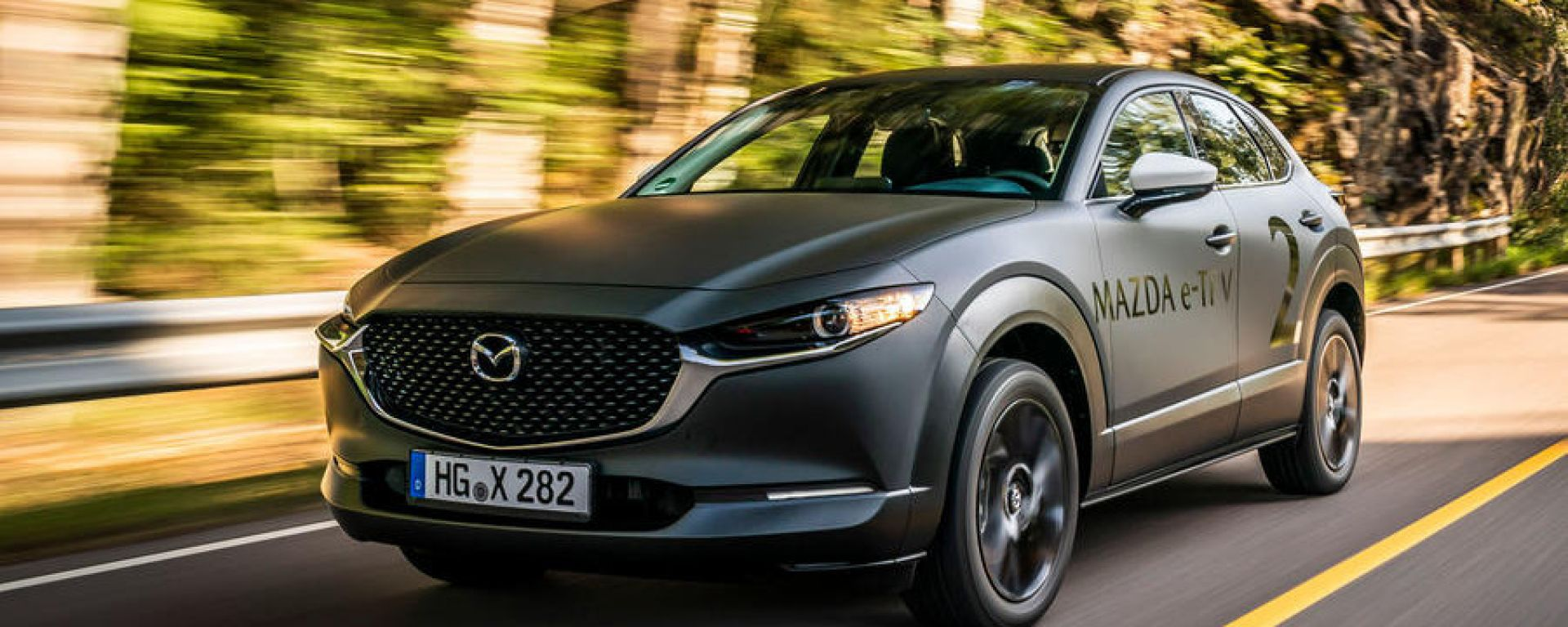 Mazda e-tpv il Suv CX-30 elettrico: il prototipo provato dalla stampa inglese