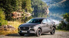 Mazda e-tpv il Suv CX-30 elettrico: nella natura senza inquinare